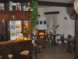 Unser Gastraum mit 36 Sitzplätzen, frisch gezapftes Bier gibt es natürlich auch!